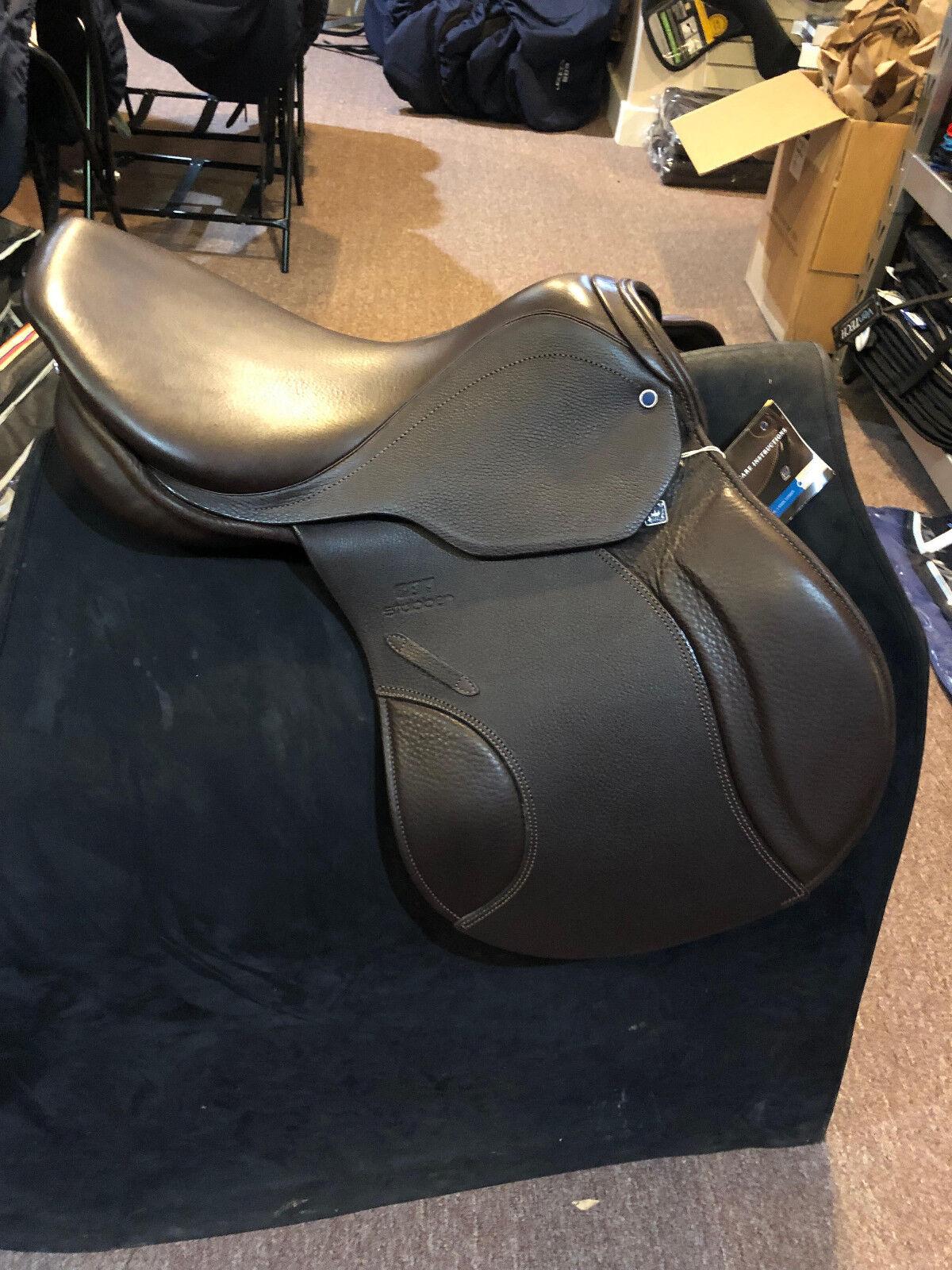 NEW Stubben Roxane S Saddle 17 31cm  Ebony