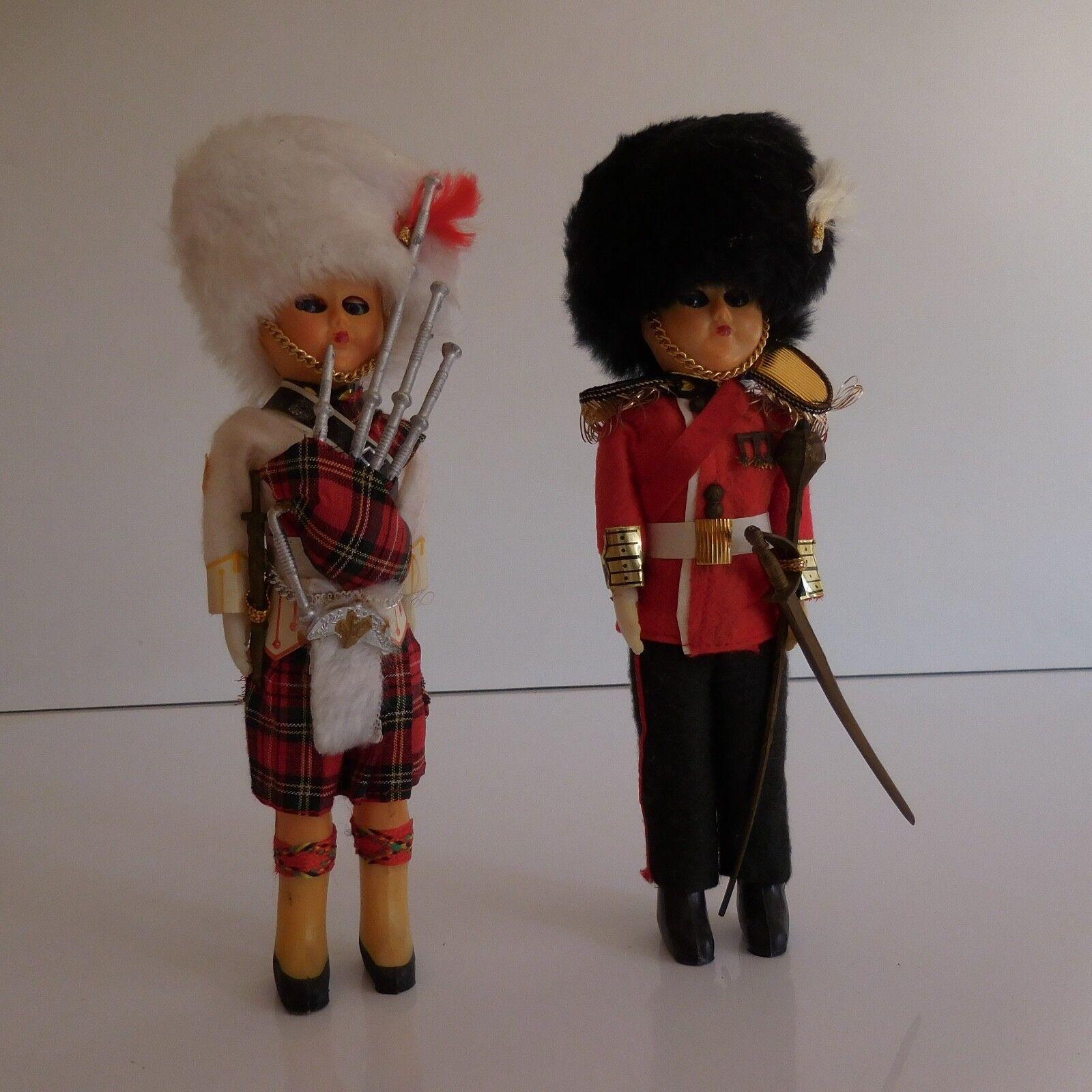 2 poupées personnages collection costume garde Anglais Ecossais fait main XXe PN