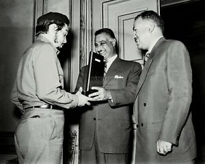 CHE-GUEVARA-MEETS-WITH-GAMAL-ABDEL-NASSER-IN-CAIRO-8X10-PHOTO-DA-211
