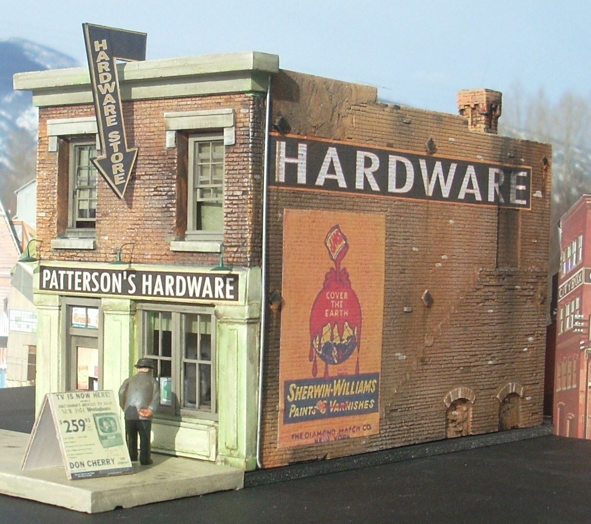 DOWNTOWN DECO N SCALE PATTERSON'S HARDWARE   BN   2011
