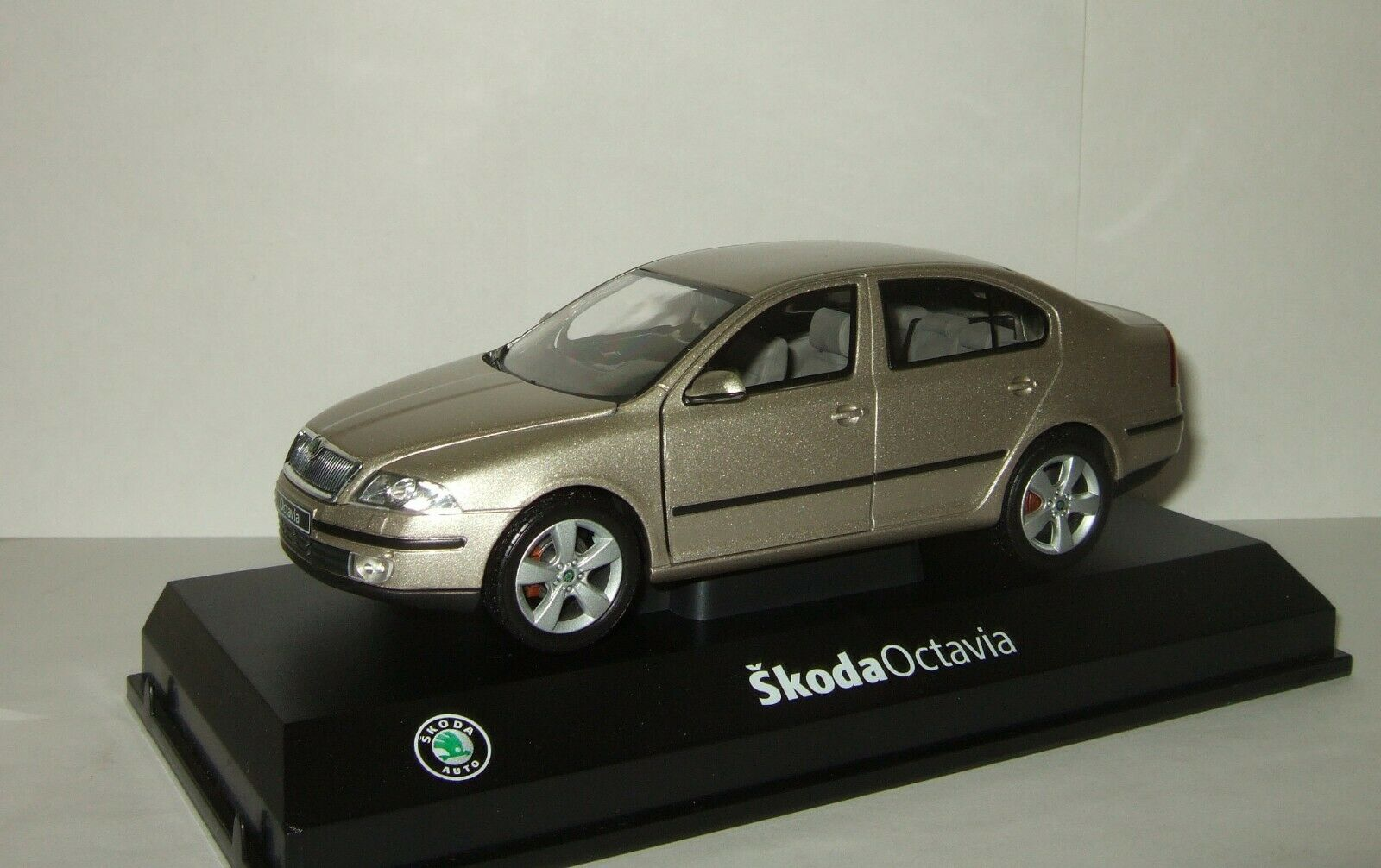 1 24 Abrex 1 24 Abrex Skoda Octavia II 2005