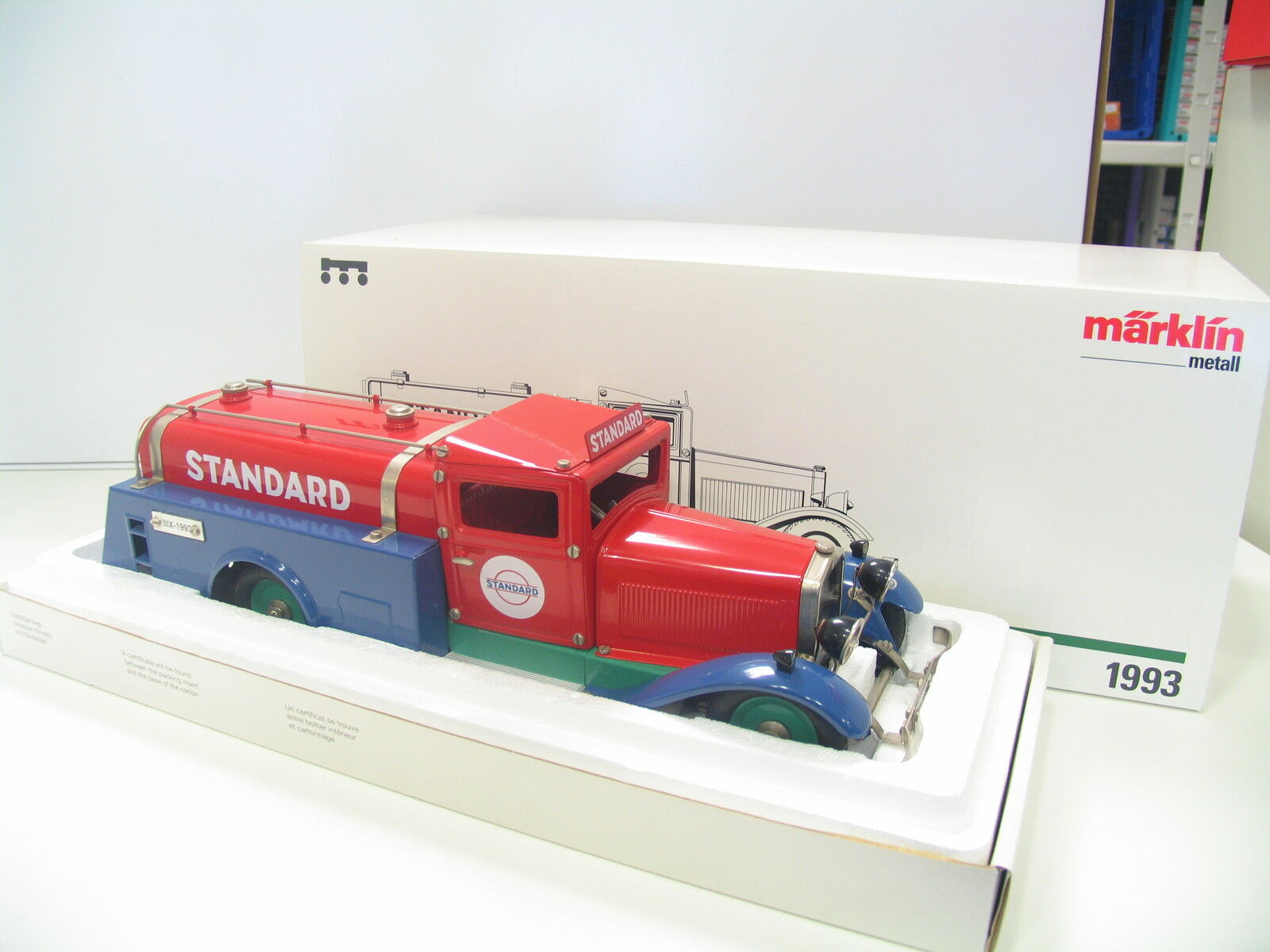 Märklin 1993  Camion Citerne Standard jl966  se hâta de voir
