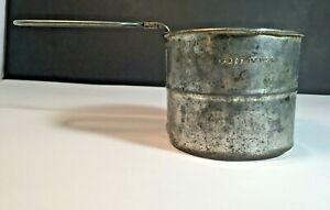 Vintage-KITCHEN-Two-Cups-Full-METAL-FLOUR-SIFTER-Hand-Held-Made-in-USA