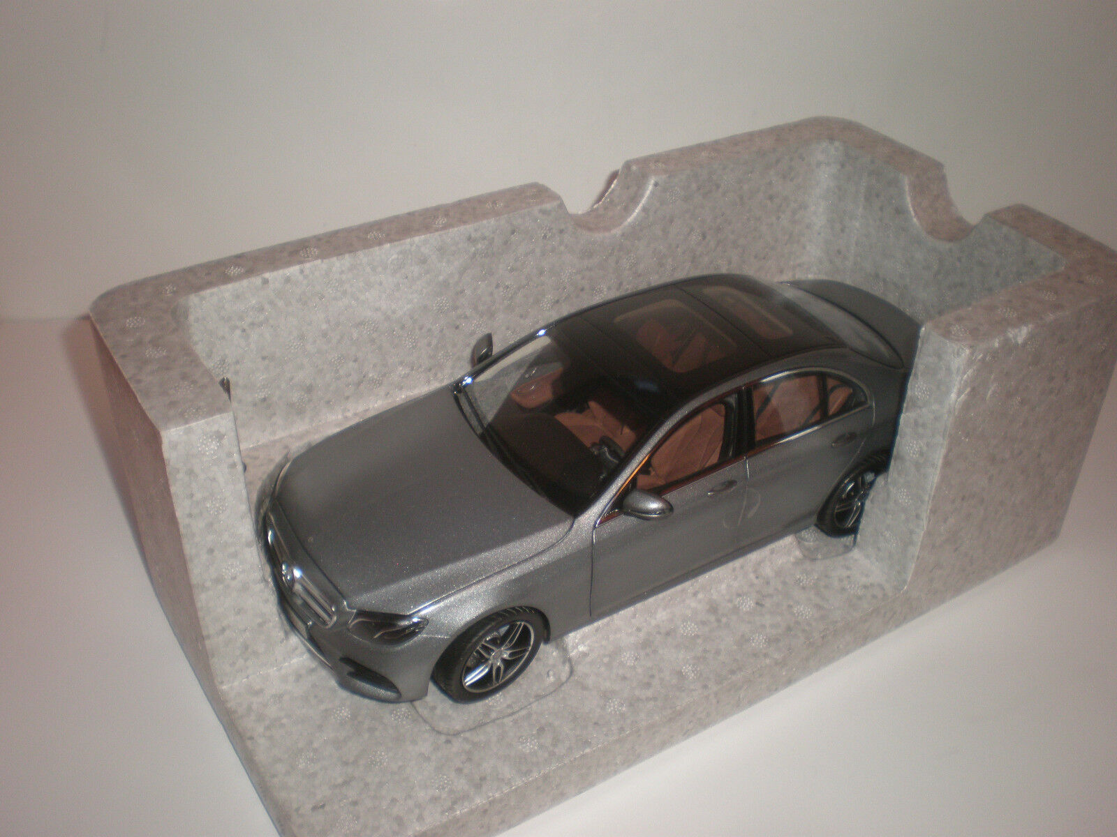1 18 KYOSHO 2016 MERCEDES BENZ E-Class W213 AMG grey Dealer model
