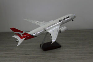 QANTAS-DREAMLINER-LED-CABIN-LIGHTS-amp-WHEELS-STAND-APX-45cm-RESIN-RECHARGEABLE
