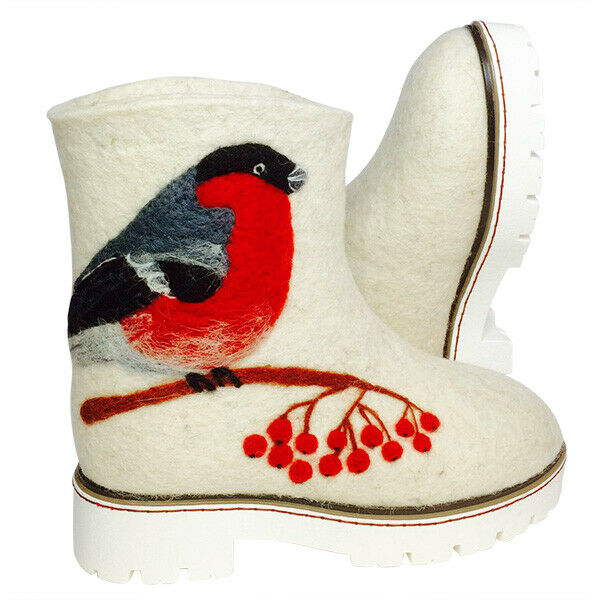 Felt boots with bullfinch. Hand made winter shoes