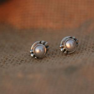 Handmade-925-Sterling-Silver-Freshwater-Pearl-Gemstone-Circle-Stud-Earrings
