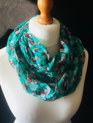 Vintage Style Pretty Ditsy Floral Infinity Scarf Snood New Green Colour!