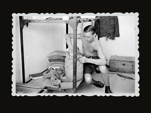 1940s-British-Soldier-Army-Room-Bag-Bed-Book-Crate-Vintage-Hong-Kong-Photo-751