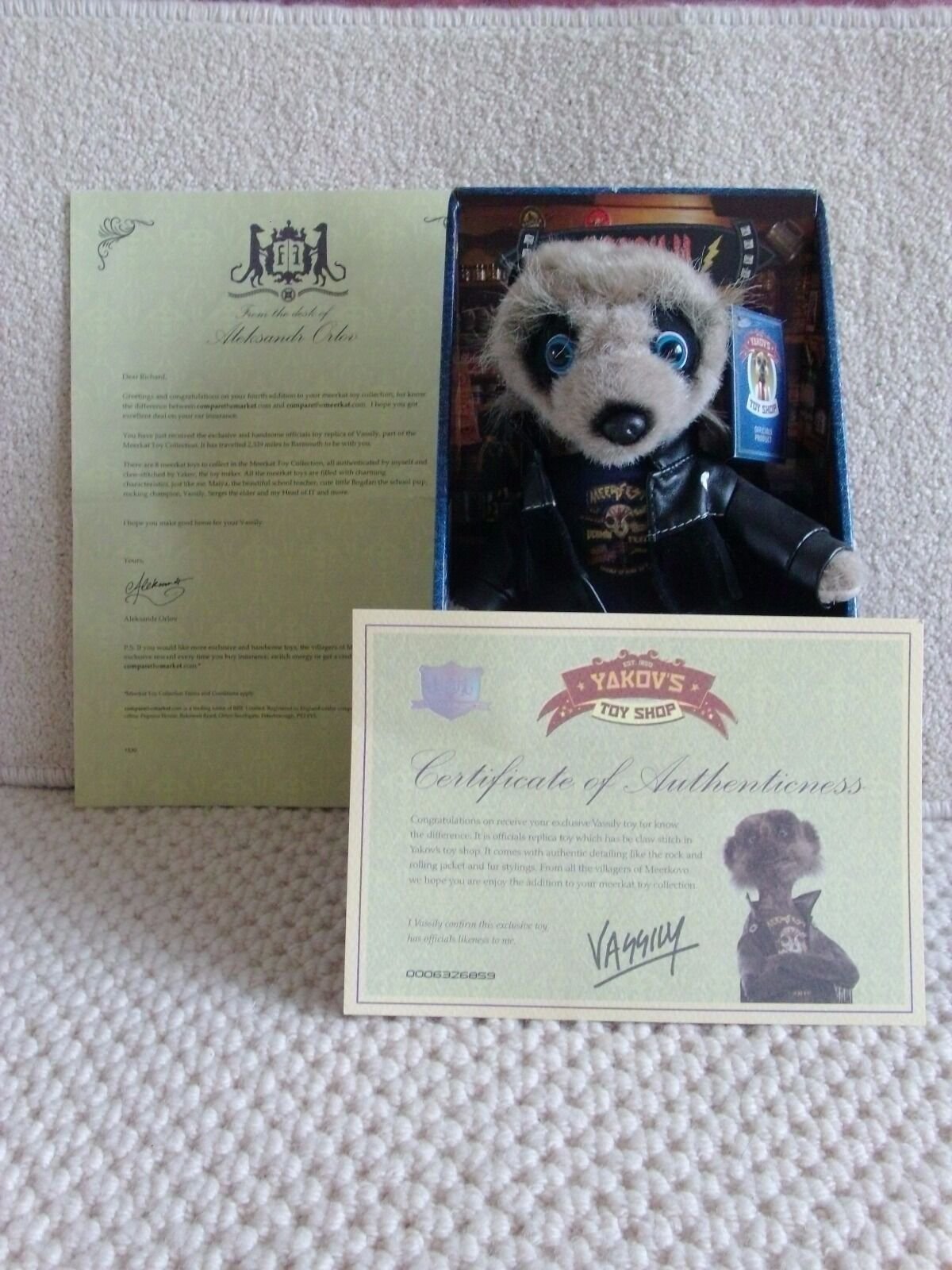 AN OFFICIAL SET OF COMPARE THE MARKET MEERKATS MEERKATS MEERKATS TOYS WITH CERTIFICATES AND BOXES b6752f