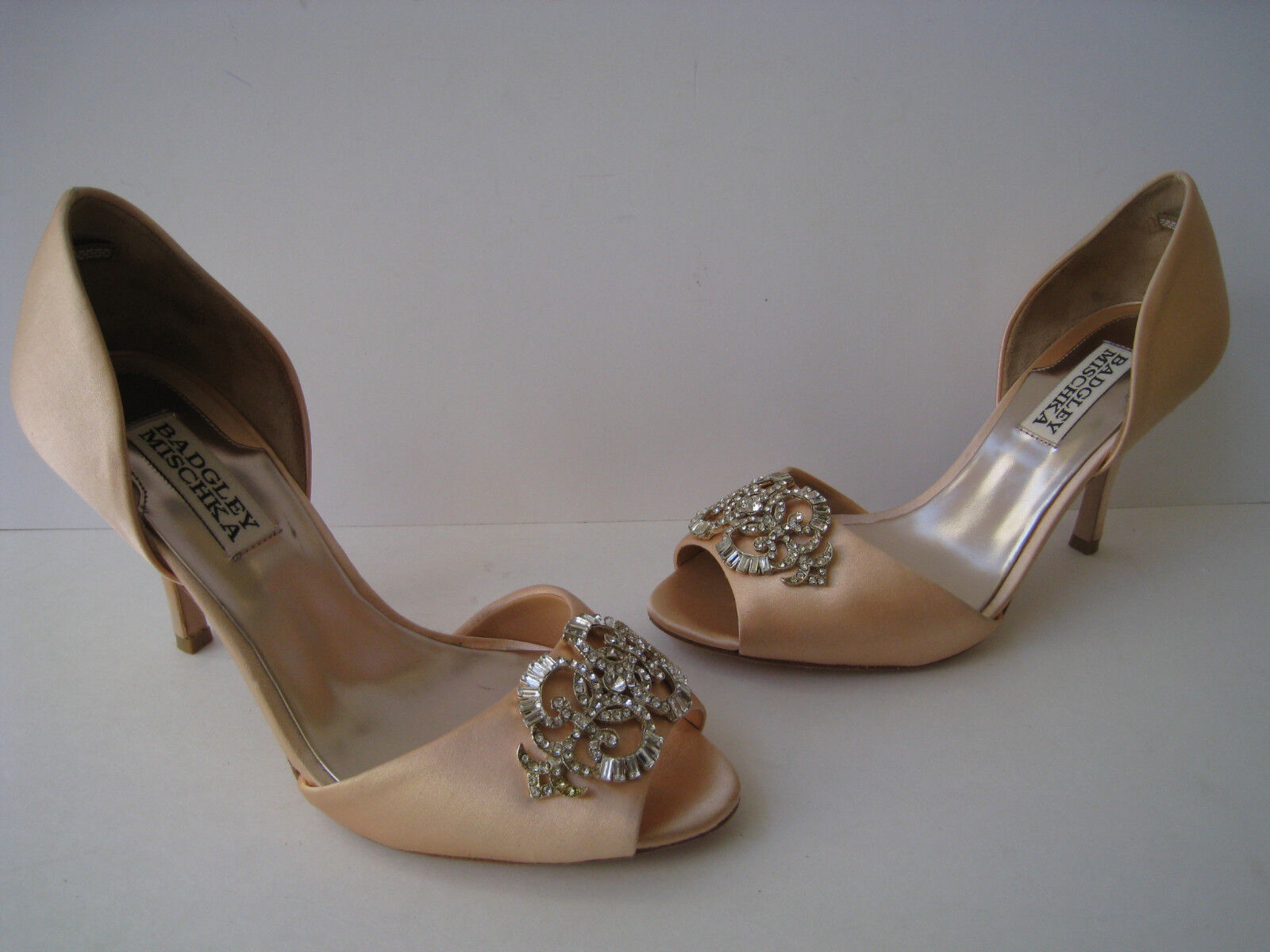 BADGLEY MISCHKA PEACH SATIN CRYSTAL BOW PUMPS 3