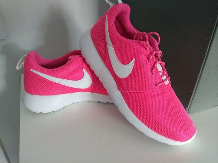woman girls pink orginal nike trainers shoes brand new with box uk 5.5