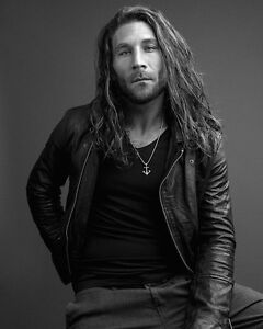 Zach-McGowan-Black-Sails-actor-8x10-Photo-1-Rare-Glossy-Picture-155