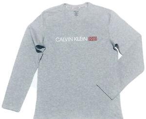 Calvin-Klein-Men-039-s-1981-Bold-Lounge-a-manches-longues-a-encolure-ras-du-Cou-T-Shirt-en-Gris