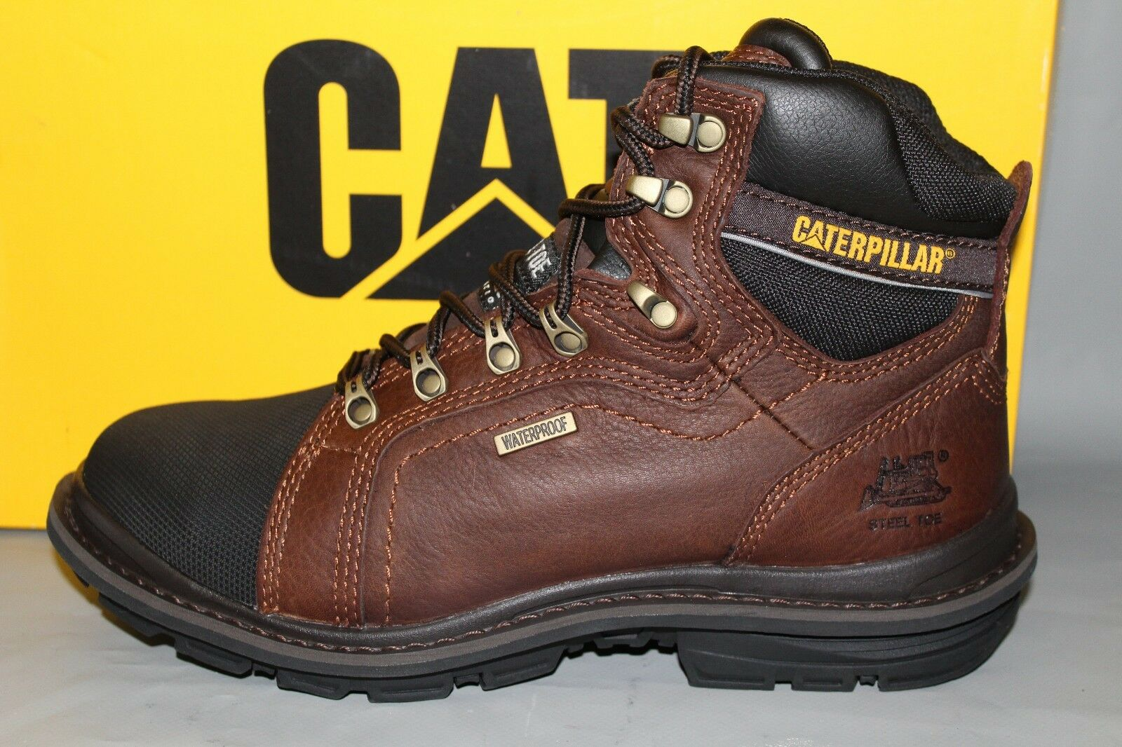 Men's Cats Manifold  P89981, 6  Steel Toe, Insulated Leather Work Boot
