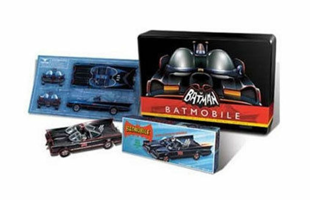POLAR LIGHTS 822 BATMOBILE 1966 Batman TV show plastic kit Collector Tin 1 32nd