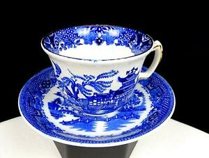GLOBE-POTTERY-CO-COBRDIGE-ENGLAND-WILLOW-PATTERN-2-3-4-034-CUP-AND-SAUCER-1914-1935