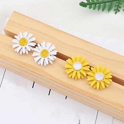 white J5C3 SGH Cute Vintage Style Cute Small Daisy Flower Stud Earrings new