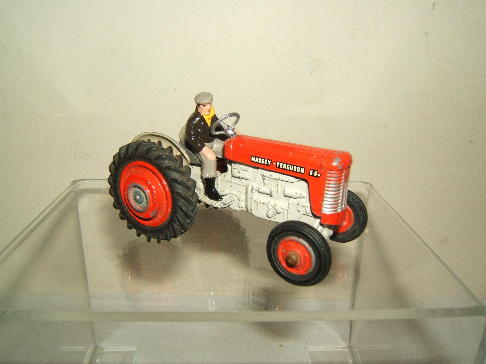 CORGI TOYS MODEL No.50        MASSEY-FERGUSON 65  TRACTOR & DRIVER