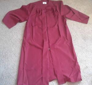"Jostens Maroon Graduation Gown Costume Choir Robe Polyester 5/'10/""-6/'0/"""