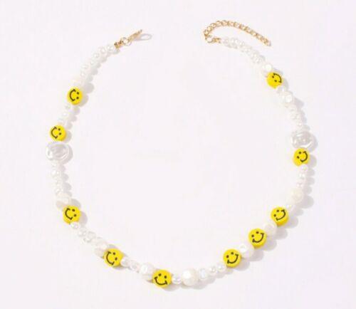 Collar de cara sonriente estilo perla semilla 90s otros bloggers historias Mango