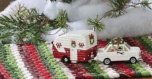 Christmas-Vacation-Camping-Trailer-amp-Car-Ceramic-Salt-amp-Pepper-Shakers-Set