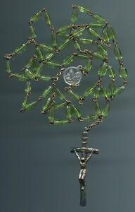 Älterer Rosenkranz peridot-grün-leuchtende Glasperlen Kette+Eisen Kreuz Anhänger