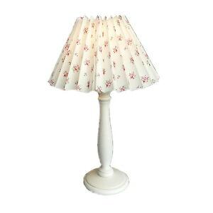NORDIKA-Landhaus-Tisch-Lampe-Faltschirm-Beistelllampe-Lampenschirm-rosa-Rosen