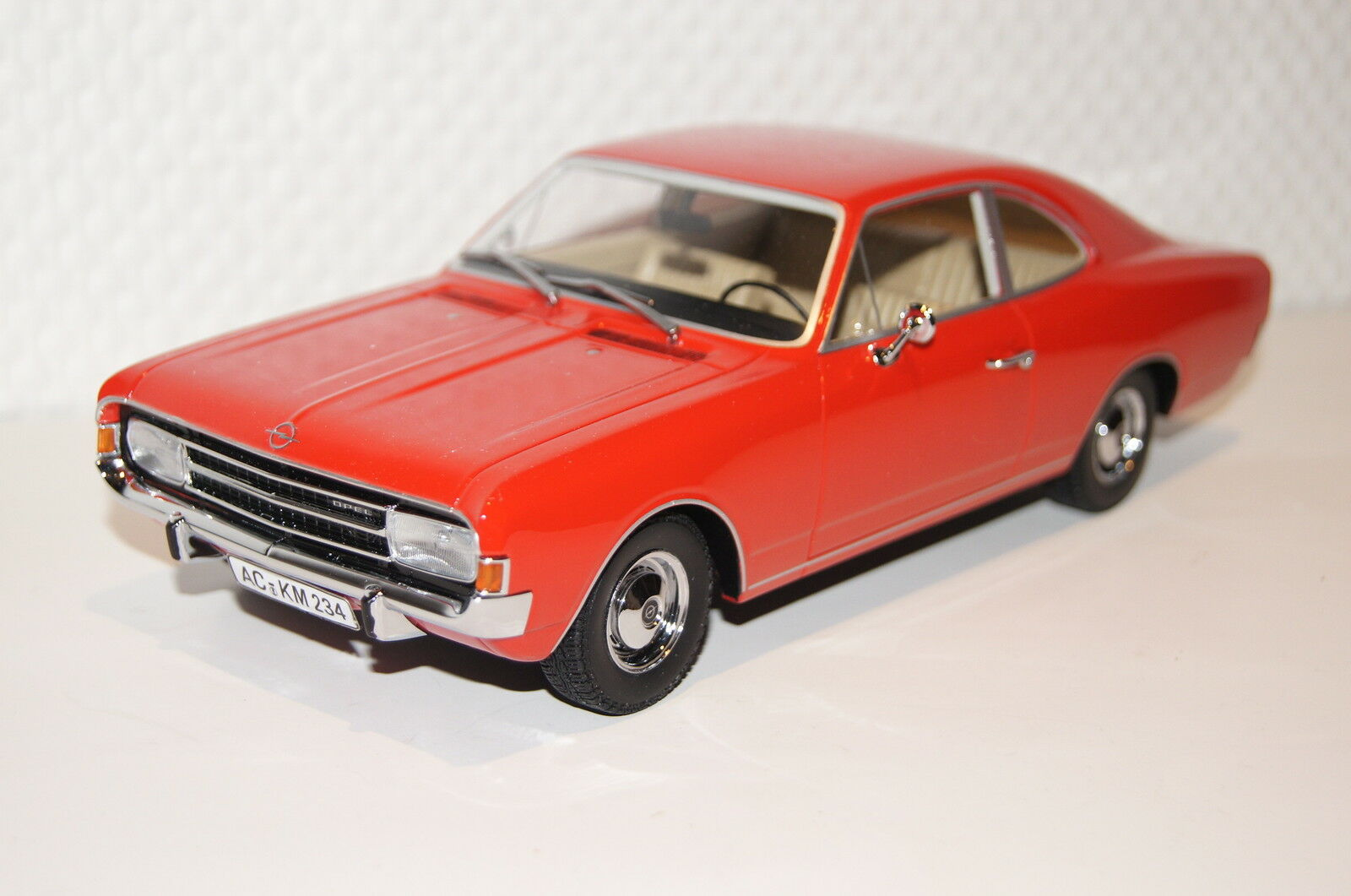 Opel Rekord C Coupe 1966 rosso resin 1 18 Minichamps nuevo + embalaje orig. 107047020