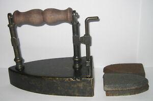 Plancha de latón, con corredera y 4 eisenkernen, en estilo antiguo, 15x14x9  </span>