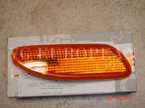 Mercedes-Benz W203 C-Class Genuine Right Side Marker In Bumper Turn Signal Light