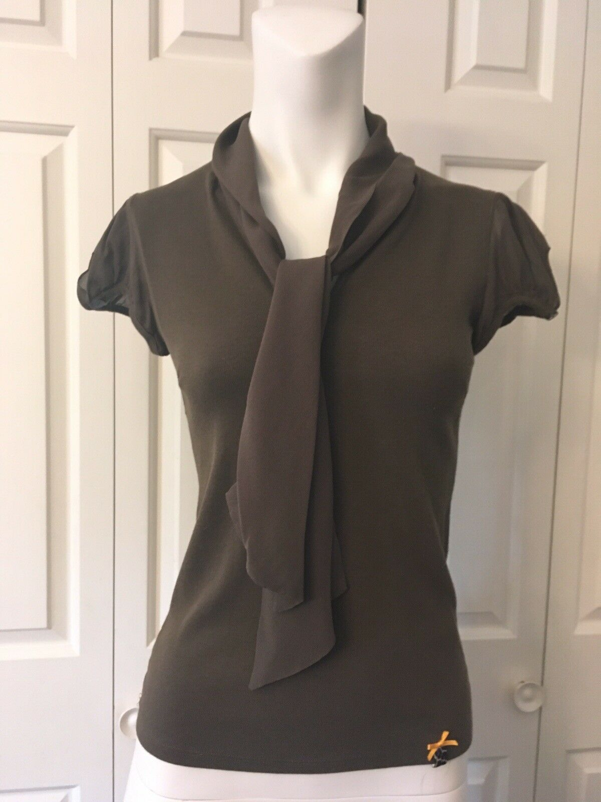 Marc Cain Grün Silk Knit Blouse Top Puff Sleeves Signature Ribbon Größe 2 S XS