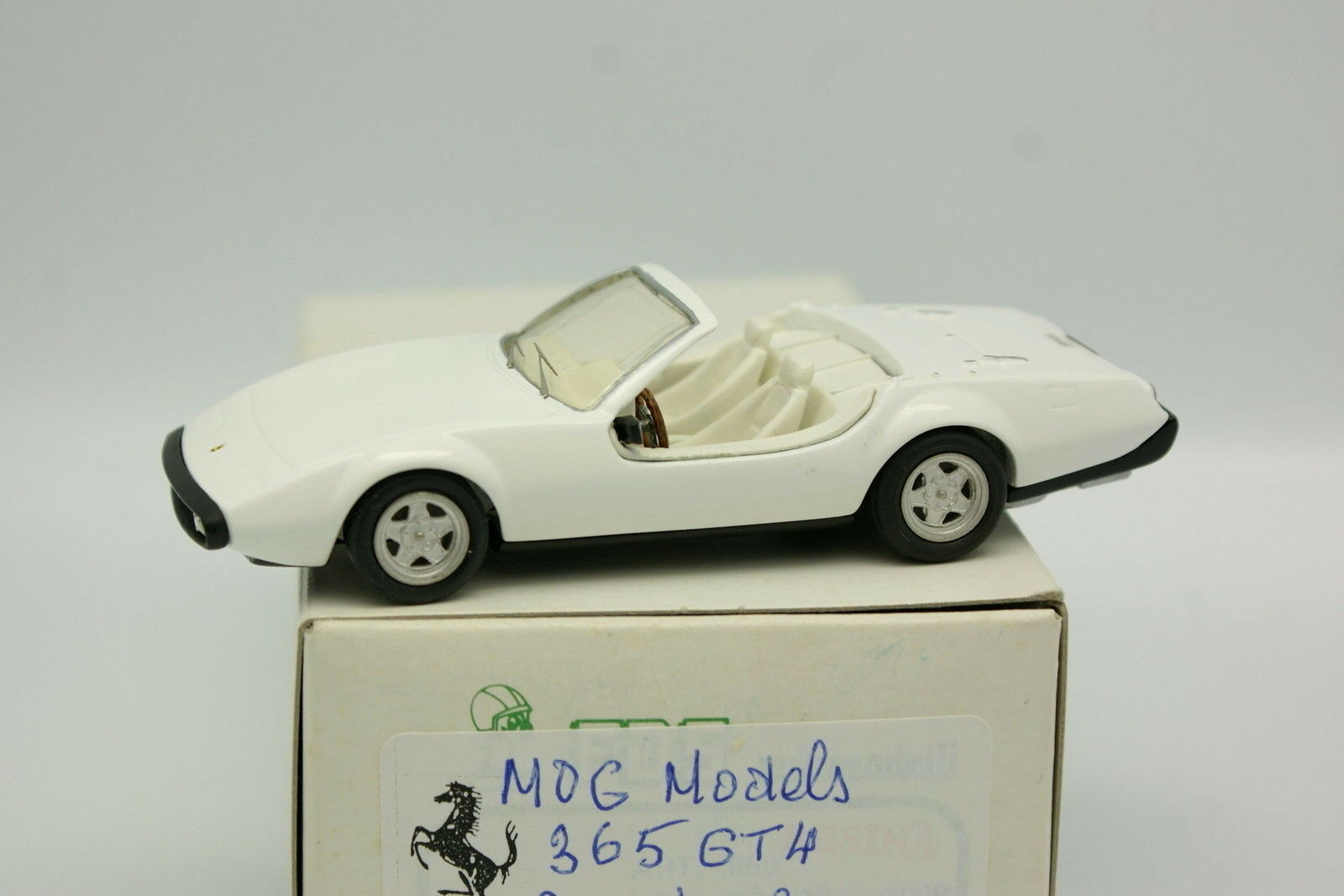 Mog Models Kit Assembled 1 43 - Ferrari 365 GT4 Beach Car