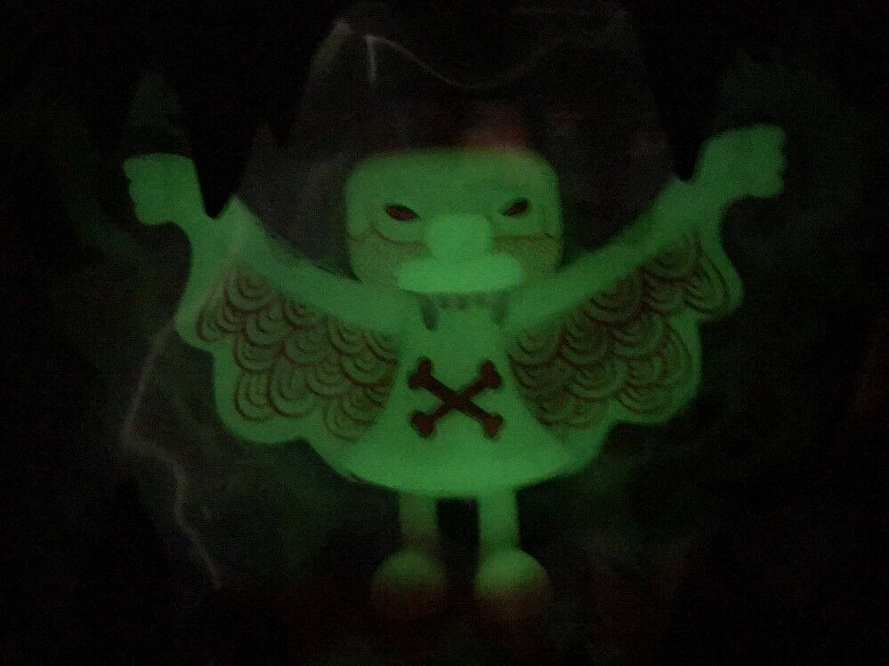 Bwana Spoons Super 7 Steven the bat Glow in the Dark hard to find GID Vinyle RARE