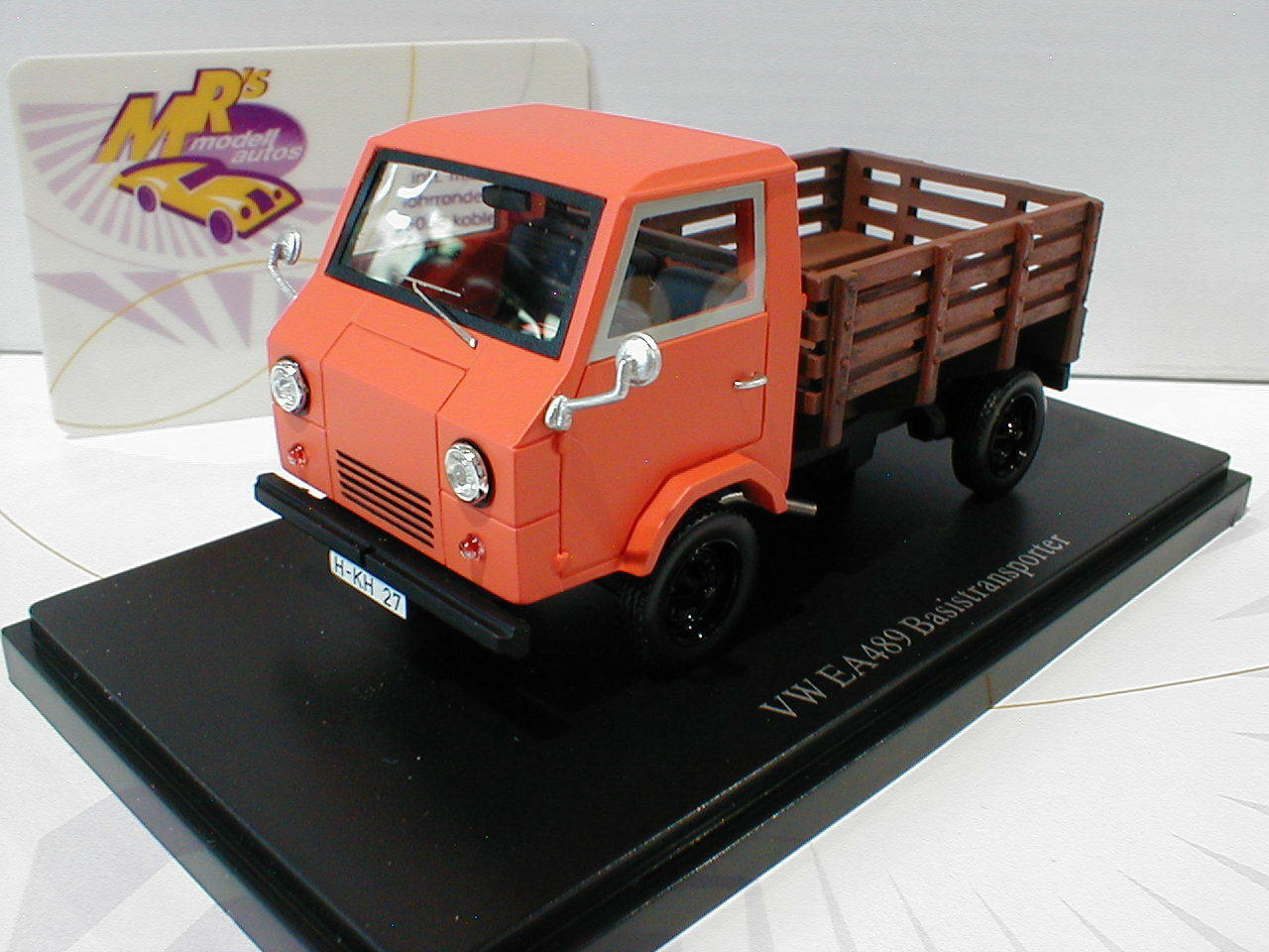Autocult 08002   vw ea489 basistransporter baujahr 1973 in  Orange - braun  1 43