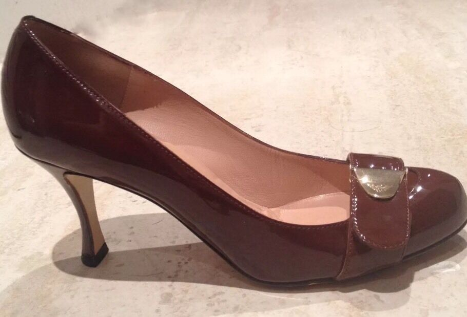 NIB EMPORIO ARMANI CHOCOLATE PATENT LEATHER Logo Buckle PUMPS 39  525