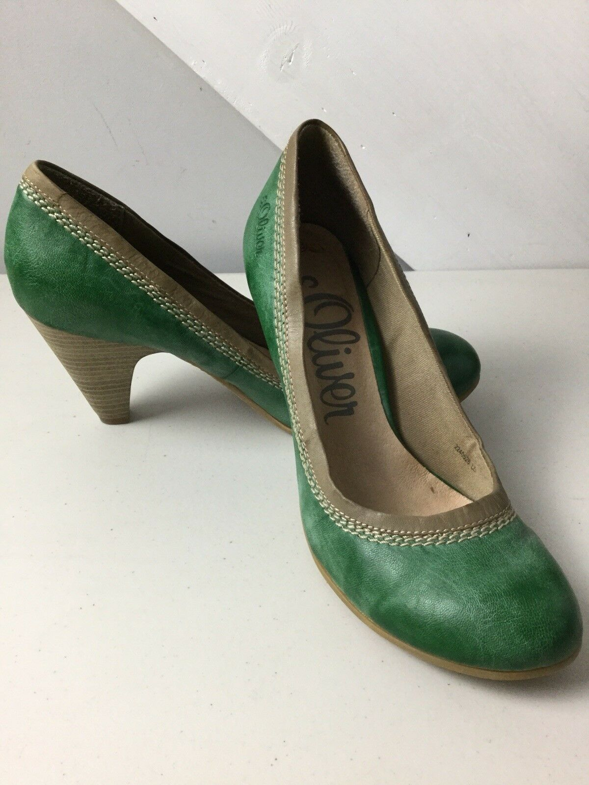 S.Oliver Green Leather Court shoes. Size 5UK. Ex Condition