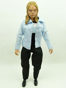 Buffy-The-Vampire-Slayer-Vampire-Buffy-Sideshow-Collectibles-1-6th-Action-Figure