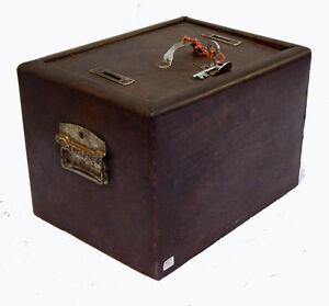 Coffre-Fort-Metal-vintage-avec-Clefs-31x24x21cm-Inde-Tha-in-daga