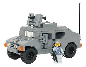 M1043-HMMWV-Armament-Carrier-Humvee-Hummer-made-with-real-LEGO-bricks
