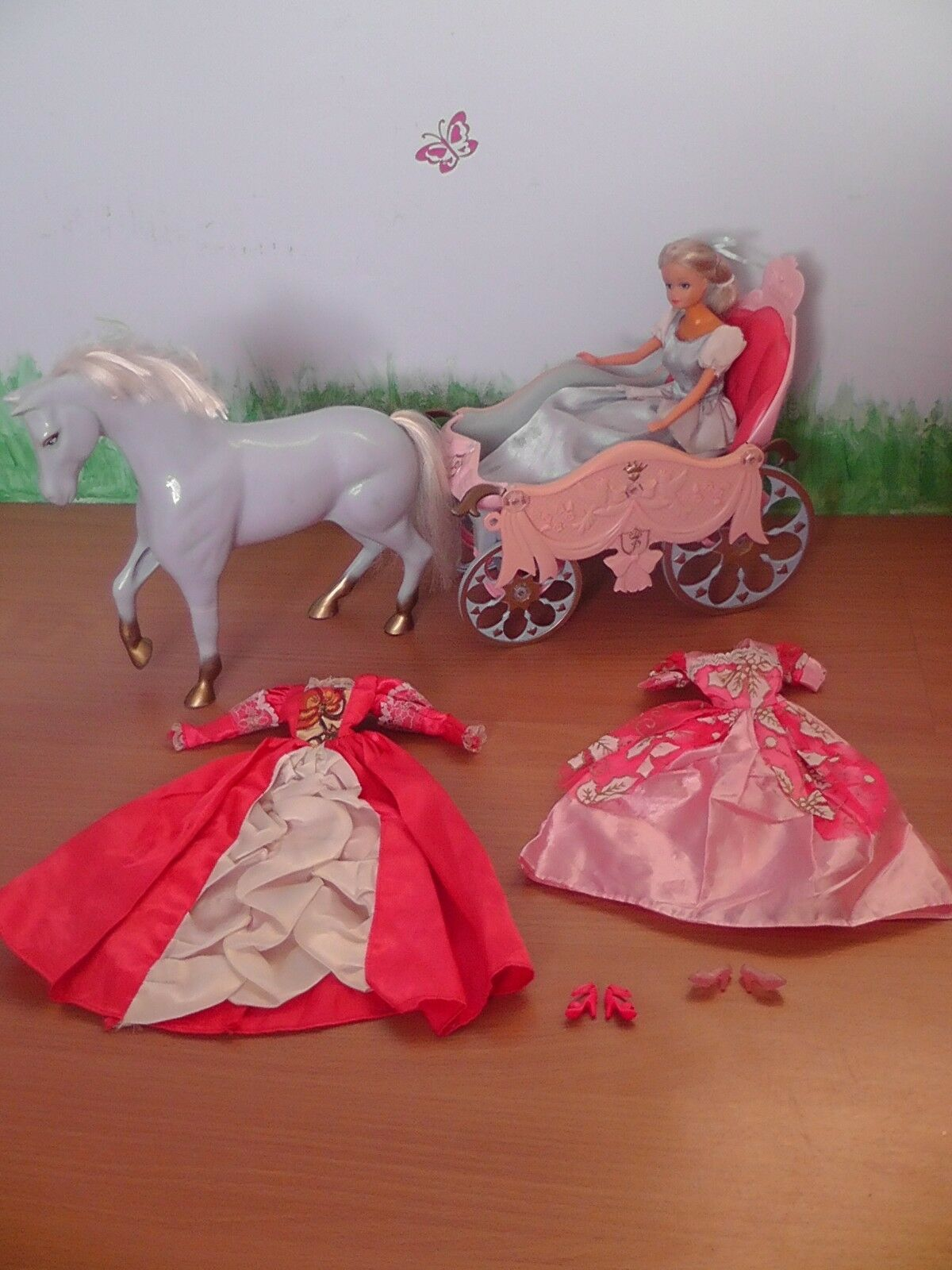 BARBIE  - Horse with Carriage and doll - Cinderella + dresses,schuhe and hat