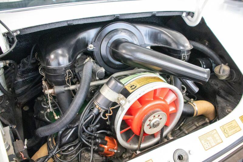 Porsche 911E Coupé - 13