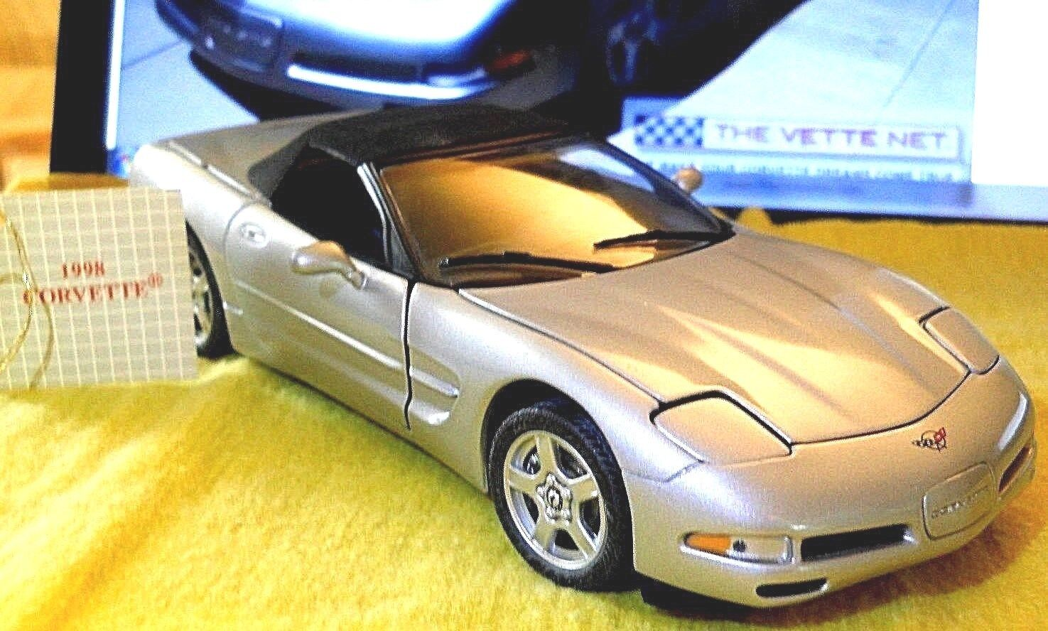 FRANKLIN MINT 1998 CORVETTE CONverdeILE 1 24 SCALE DICAST w HANG TAG scatola NO COA