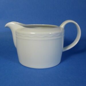 Crate-amp-Barrel-PALAZZO-White-Gravy-Boat-Pitcher-Portugal-Spal-Porcelain