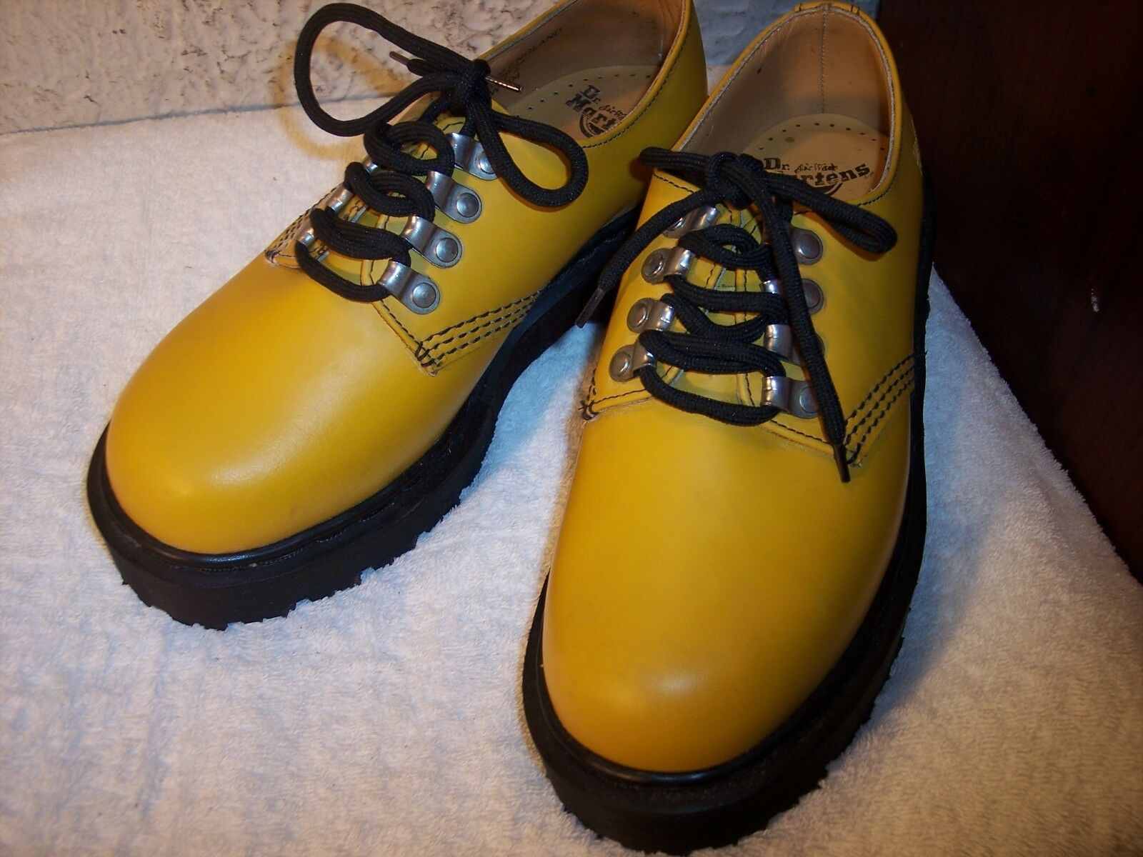 NEW Dr. Martens sz 6 US (4 UK) Yelow Leather 1.5
