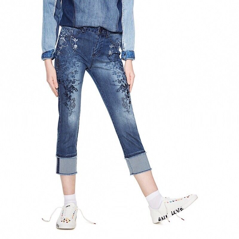 Desigual women's denim cropped slim jean with floral embroidery. Size 7