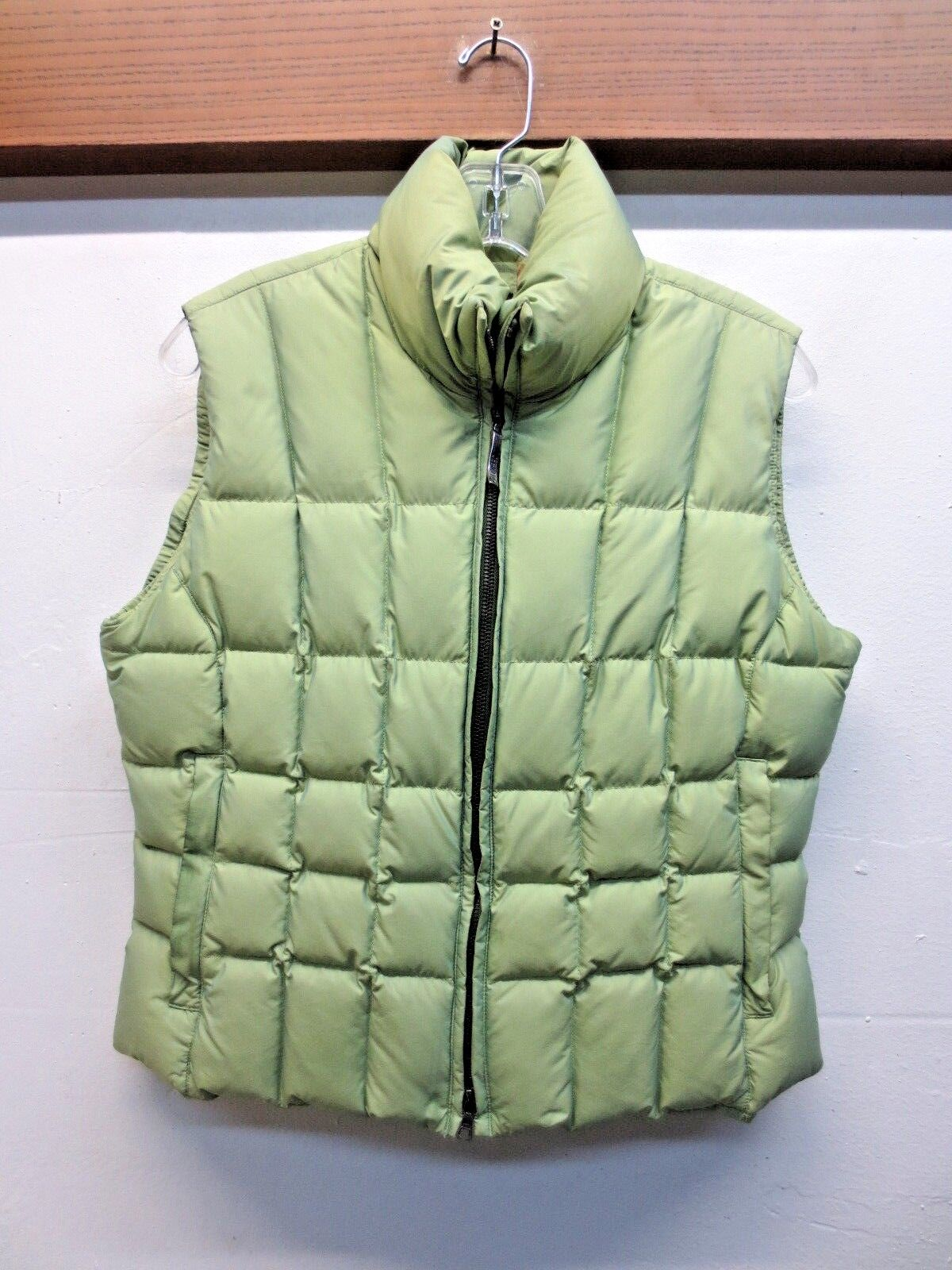 EUC  Post Card  Women's Puffer Vest Pale Green Sz US-6 GB-8 F-38 D-36 I-42
