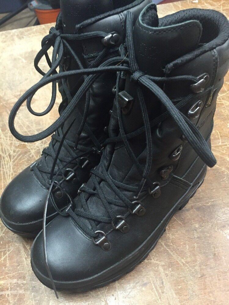 Lowa Men's Hiking Boots Size 7
