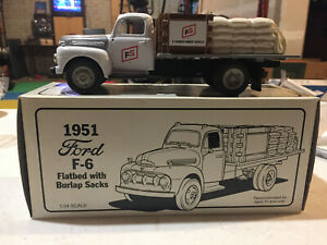 Ford-F-6-1951-Illini-FS-Seedcorn-Flatbed-Stake-Truck-1-34-Scale-by-First-Gear