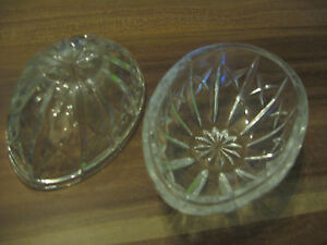 Schalen-Glas-Ei-in-zwei-Teilen